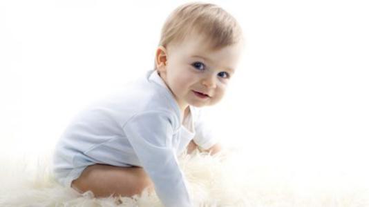 新手父母思路创新,在宝宝喝什么牌子奶粉好上